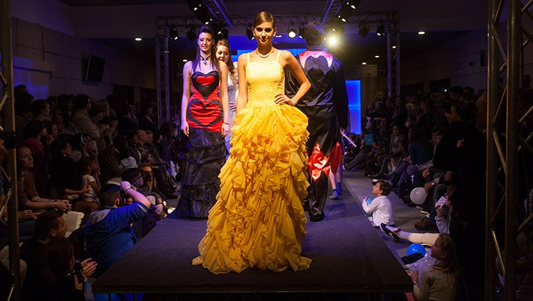 Sfilata fashion design salone del mobile di bergamo for Fiera del mobile a bergamo